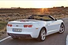 Cabrioletversionen kostar 48 000 kronor mer än coupén, men är inte lika vass att köra.