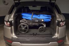 Evoque har lite bättre höjd i bagageutrymmet. Men det räcker inte om man vill ställa in en barnvagn ihopvikt. Hatthyllan måste lyftas bort.
