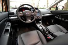 Förarmiljön i den nya Subarun är både snygg och funktionell.