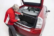 Toyota Prius lastutrymme är rymligt med dubbelt golv.