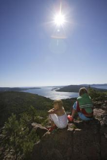 Höga kusten kopplas oftast samman med mytomspunna Skuleberget vars topp man enklast når med linbanan.