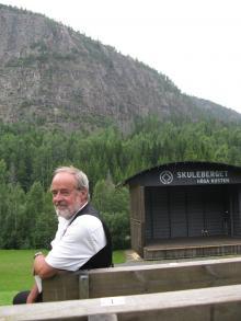 Augustpristagaren Bo R Holmberg har en nära relation till Skuleberget och dess skrönor.