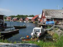 Skeppsmalen är ett av många pittoreska fiskelägen längs med Höga kusten.