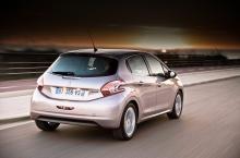 208:ans akter anknyter till tidigare modeller i 200-serien. Bilen finns också i 5 000 kr billigare 3d-version.