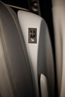 Elvärme i stolarna blir givetvis standard men knappens placeringen på kanten av stolen är inte optimal.