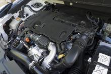 Under den billiga isoleringspappen finns PSA:s trivsamma, snåla 1,6-maskin. Att föredra framför 1,8-motorn.