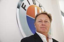 – Vi kommer aldrig att göra en renodlad bensin- eller dieselbil och det är så vi kommer att skilja oss från de stora bilmärkena, säger Henrik Fisker, Fiskers grundare och chefsideolog.