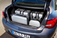 Senaste Opel Astra som fyrdörrars sedan.