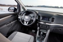 I Seat ger hög instrumentpanel trygghetskänsla. Förarstolen är ganska platt men har elektriskt justerbart svankstöd.