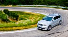 Köregenskaperna på kurvig väg är faktiskt en av behållningarna med bilen. Chassiingenjörerna har lyckats göra SRT både stabil och smidig.