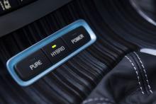 Tre drivprogram: Pure (bara el), hybrid och full kraft från två motorer.