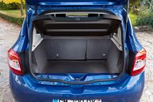 Bagageutrymmet sväljer 320 l,  1 200 med det 60/40-delbara bakre ryggstödet nedfällt. Under lastgolvet ryms reservhjul (tillval à 1 500 kr).