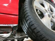 Opel Astra saknar stänklappar, en bra gardering mot blästringsskador.