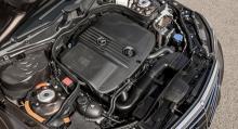 Fyrcylindrig diesel + elmotor på 27 hk i snåla E 300 Blue TEC HYBRID.