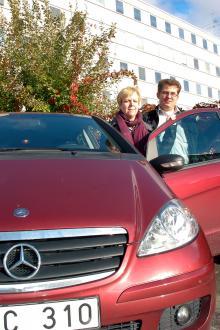 """Makarna Carin Stach och Christian Kuhlins nekades först garantireparation, men motivationen att de hade servat sin bil på """"fel"""" verkstäder."""