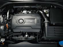 1,2 och 1,4 TSI har integrerat grenrör och laddluftkylare i toppen. Turbo och katalysator utgör en modul.