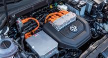 Elmotorn med tillhörande elektronik tar liten plats. Mellan hjulaxlarna, under golvet, sitter batteriet.