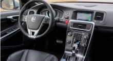 Nya tillval är exempelvis elektriskt uppvämd ratt och vindruta. Styrningen finns med ställbar elservo. Aktivt helljus finns också som tillval.