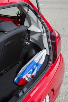 Maximalt utnyttjad kaross men bagageutrymmet är ändå ynkligt i 108.