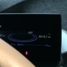 Onsdag: Framme med 14 km kvar i batteriet. Körläget Ecopro+ ville hålla mig i 90km/tim men jag höll 110 där det var tillåtet. Nu återstår att se om jag hinner ladda fullt på enfasuttaget i garaget under arbetsdagen då varenda gratis ccs-snabbladdare i Sthlm är ur funktion.