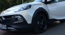 Opel Adam med tillägget Rocks är en småbil med crossoverkostym.