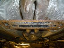 Så här rostig kan en balk vara under plastskydden på en BMW 520 från 2004.