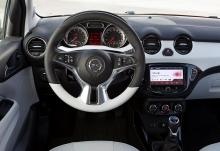 Tjock ratt och mjuka material känns påkostat. Opel har dock sparat här och var med hårdplast och enkel teknik.