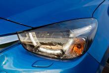Mazda2 finns att få med LED-strålkastare.