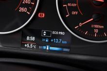 """I körläge """"Eco Pro"""" ställs flera funktioner om för """"snålläge"""" och man får visning av hur mycket bränsle som sparats jämfört med """"Komfortläget""""."""