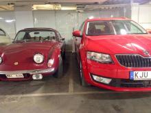 Normalt avstånd mellan bilarna i ett trångt garage…