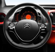 Citroën C1 har en tydlig hastighetsmätare men den digitala displayen till färddatorn kan vara lite svårtydd.