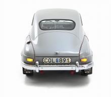 1960 års modell blev den sista av Saab 93. Årsproduktionen blev bara drygt 5000 bilar, i kulissen väntade modernare Saab 96.