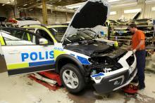 Att göra om Volvon till polisbil tar cirka 45 timmar i specialfabriken.