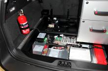 Under bagageutrymmet ligger bilens extra elektronik.