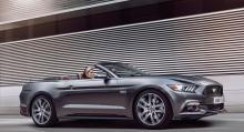Nya For Mustang säljs nu i Europa för första gången på 50 år, enligt Ford.
