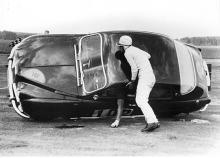 När Carlsson hamnade på taket var det bara att välta tillbaka bilen. Foto: Saabmuseet