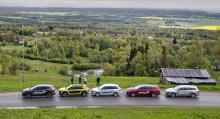 2015 års långtestbilar uppradade vid Kinnekulle.