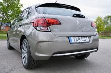 Aktern har fått bakljus med vad Citroën kallar 3D-design. Bagaget rymmer 408 liter.
