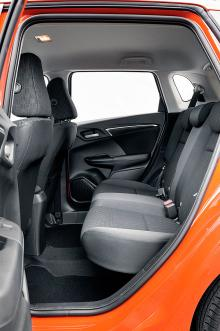 Baksätet är lättillgängligt med bra utrymme. Magic seats är standard.