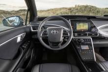 Instrumenteringen kan kännas udda för många men gamla Prius-chaufförer känner sig hemma.