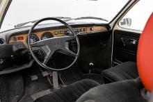 Volkswagen 411/412 var bekväma och långt mer ombonade än Typ 1. Imiterat trä och klädda dörrstolpar! Så kostade modellerna också mer än vad folk tyckte att en folka borde kosta.