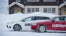 Nyttan av fungerande främre stänkskydd kan inte överskattas. Toyota har sådana och behöll sina rena trösklar och sparklådor testet igenom, Audi – som saknar stänkskydd – gjorde det inte.