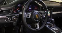 Ny ratt och helt nytt multimediasystem är två förändringar som omedelbart märks i 2016 års modell.