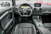 Audis underbara 12,3 tum stora digitalskärm kostar 25000 kronor extra. Då ingår också navigation och tre års uppkoppling via Audi Connect.