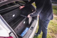 Under lastgolvet finns flera fiffiga fack, om man köper till ett särskilt lastpaket.