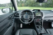 Subaru har spottat upp sig vad gäller kvalitetskänsla men upplägget med tre olika bildskärmar är lite rörigt.