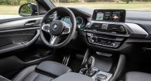 Den rikhaltiga och välfungerande förarmiljön är närmast identisk med den i BMW X3 men man sitter en smula lägre.