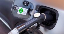 Bränslepåfyllning för över 60 mils körning tar fem minuter. Bränsletankarna i kolfiberkomposit är extremt tåliga och håller bilens livslängd.