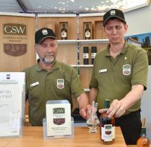 Leif Nellfors och Patrik Undvall på Gammelstilla Whisky, har väntat i tolv år på sin Isak Mackey.