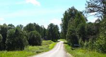 De mindre vägarna är ganska smala och man får vara försiktig vid möten med större fordon.